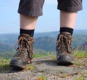 Hiking женщина с ботинками Стоковые Изображения RF