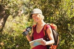 hiking женщина стоковые фото
