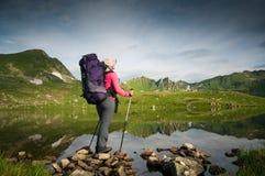 Hiking женщины Стоковая Фотография