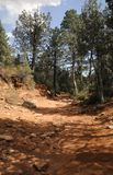 hiking красная тропка утеса Стоковая Фотография
