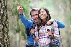 hiking пар счастливый Стоковое Фото