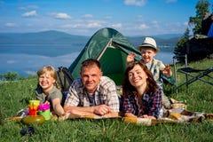 hiking семьи счастливый Стоковое Изображение
