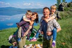 hiking семьи счастливый Стоковое фото RF