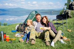 hiking семьи счастливый Стоковое Фото