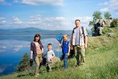 hiking семьи счастливый Стоковое Изображение RF