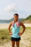 hiking спорты человека напольные готовые молодые Стоковое фото RF