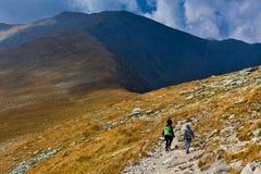 hiking сынок гор мати Стоковое фото RF
