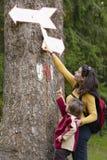 hiking сынок мати Стоковое Фото