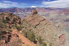Hiking тропка в грандиозном каньоне Стоковое фото RF