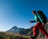 hiking человек стоковое фото