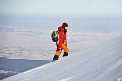 Женщина hiking в зиме Стоковое фото RF