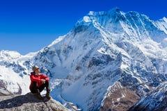 Hiking в горах Гималаев Стоковая Фотография