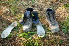 Hiking boots, insoles, socks dry in the sun stock image