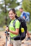 hiking hiker девушки друзей Стоковые Изображения