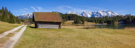 Hiking trail around lake geroldsee, with hut and karwendel view Royalty Free Stock Photos