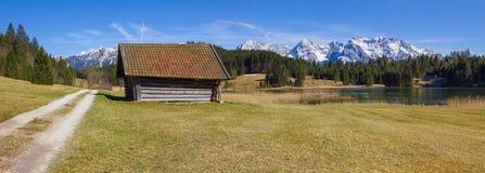 Hiking trail around lake geroldsee, with hut and karwendel view Royalty Free Stock Photos