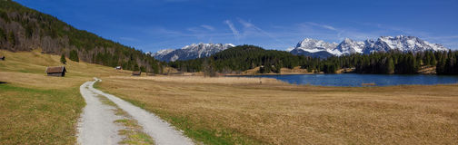 Hiking trail around lake geroldsee, panoramic view to karwendel Stock Photography