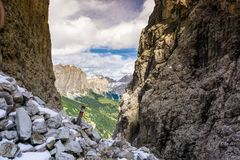 Hiking trail with trail marker in a narrow gorge in the Dolomites Royalty Free Stock Photos