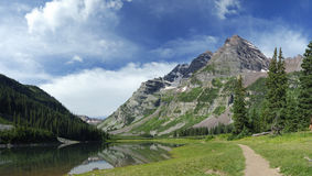 Hiking trail near Maroon Bells in Colorado Royalty Free Stock Photography