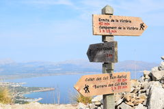 Hiking trail signs and Pollensa Bay near Alcudia on Mallorca Stock Images