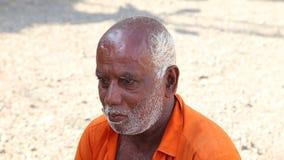 HIKKADUWA, SRI LANKA - MÄRZ 2014: Porträt des lokalen Mannes an Markt Hikkaduwa Sonntag, bekannt für seine breite Palette von fri stock footage