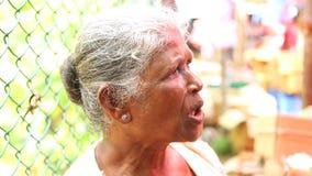 HIKKADUWA, SRI LANKA - MÄRZ 2014: Porträt einer lokalen Frau an Markt Hikkaduwa Sonntag, bekannt für seine breite Palette von fri stock footage