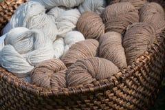 Hilado de lana, lana de las alpacas Imágenes de archivo libres de regalías