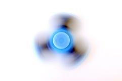 Hilandero de la persona agitada que hace girar en el fondo blanco Fotografía de archivo libre de regalías