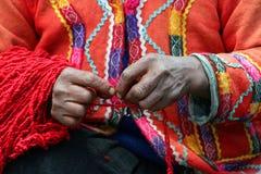 Hilandero peruano del hilado Imágenes de archivo libres de regalías