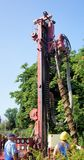 Hildesheim, Nedersaksen, Duitsland - Juli, 17, 2013: Het boren met een mechanische droge boringsinstallatie stock foto