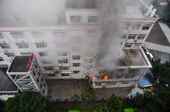 Hilfe im Feuer-Notfall Stockbild