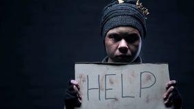 Hilfe Obdachloserh?nde, Alkoholmissbrauch, Armutproblem, Hoffnungslosigkeit herein unterzeichnen lizenzfreies stockfoto