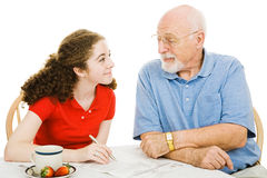 Hilfe vom Großvater Lizenzfreie Stockfotos