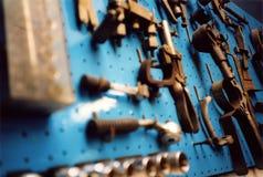 Hilfsmittel auf Blau Stockfotografie