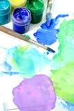 Hilfsmittel des Künstlers: Lacke, Pinsel lizenzfreie stockfotografie
