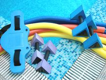 Hilfsmittel für Aqua Aerobics Stockfotos