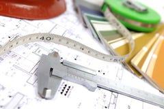 Hilfsmittel für Haupterneuerung auf Architekturzeichnung Stockbild