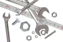 Hilfsmittel, Schlüssel und messendes Band Stockfoto