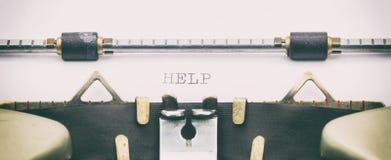 HILFSwort in Großbuchstaben auf einem Schreibmaschinenblatt Stockbilder