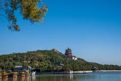 Hill μακροζωίας όχθεων της λίμνης Kunming θερινών παλατιών του Πεκίνου Στοκ Φωτογραφία