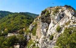 The hill of Asenova Krepost (Asenov fortress). And the Bulgarian flag Stock Photos
