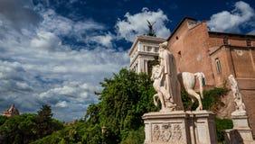 Hill Capitoline στη Ρώμη με τα σύννεφα Στοκ Φωτογραφία