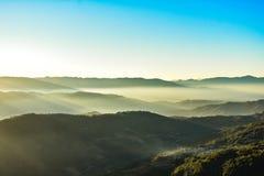 Hill& nuageux x27 ; s photos libres de droits