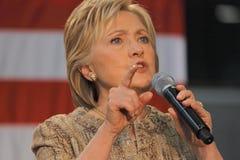 Hillary Clinton Campaigns för presidentsämbete på ängeln för strömbrytare-högskolaLos Arkivbilder