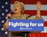 Hillary Clinton Campaigns per la presidenza all'angelo di Los dell'istituto universitario dell'interruttore fotografie stock