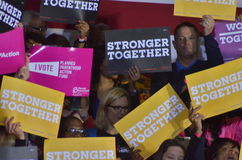 Hillary Clinton som delta i en kampanj i den stora korridoren Heinz Field Pittsb Arkivfoto