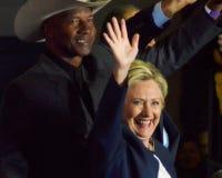 Hillary Clinton som delta i en kampanj i den stora korridoren Heinz Field Pittsb Royaltyfria Foton