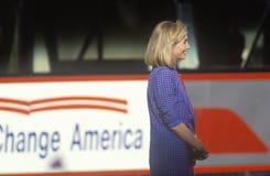 Hillary Rodham Clinton på den Clinton/levrat blodBuscapade aktionen 1992 sparkar turnerar av i Cleveland, Ohio Royaltyfria Foton