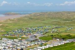 Hillend het Gower-schiereiland Wales het UK in de zomer met caravans en het kamperen op het kampeerterrein Royalty-vrije Stock Fotografie