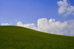 Hilll, hemel en wolken Royalty-vrije Stock Afbeelding
